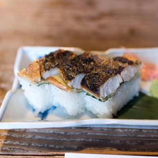 焼鯖寿司 三貫
