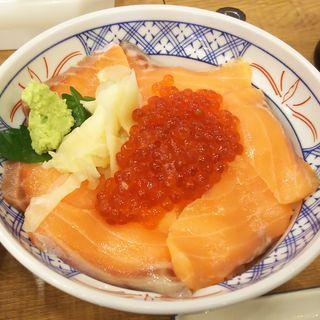 サーモンといくらの親子丼(磯丸水産川崎駅前店)
