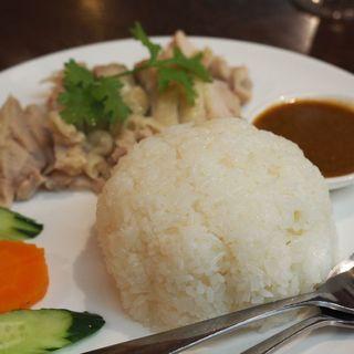 蒸し鶏ご飯(カーオ・マンガイ)(ブア・デ・タイ)