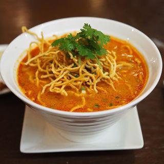 タイ北部のカレー麺(カオ・ソイ)(ブア・デ・タイ)