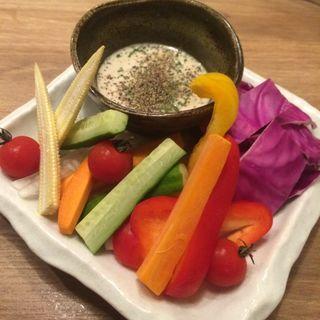彩り野菜の花畑バーニャカウダー(炭火焼き 煙 難波店)