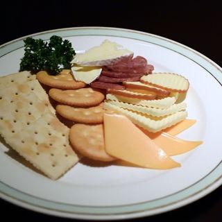 チーズとサラミの盛合せ
