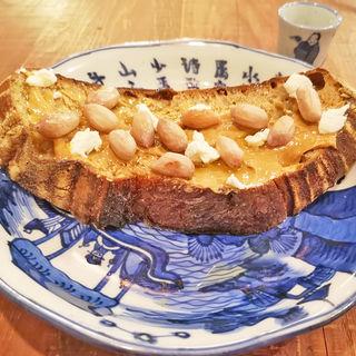 bricolage bread tartine(はちみつ)今牧場の山羊チーズ、千葉県産塩茹で落花生、蜂蜜、bocchiピーナッツバター(ブリコラージュ ブレッド アンド カンパニー ダイニング・カフェ)