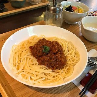 自家製ミートパスタ(ミニサラダ・スープ付)(おうちカフェ・フィロ)