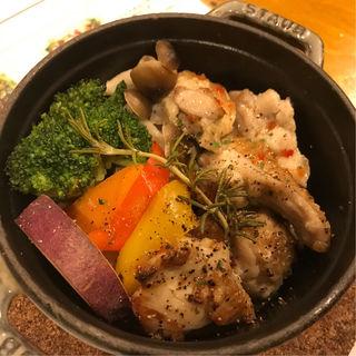 STAUBハーブチキン(Cafe&Eat OMP)
