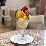 季節のフルーツパフェ(アメルベイユ )