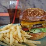 ベーコンチーズバーガー(California Diner JACKAL (カリフォルニア ダイナー ジャッカル))