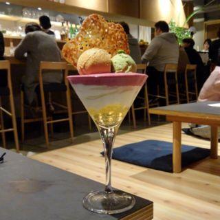 塩キャラメルとピスタチオのパフェ(パフェ、酒、珈琲「佐藤」)