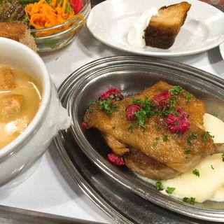 骨付き鴨もも肉のコンフィ フランボワーズ風味 ワンプレートランチセット(コンコンブル)