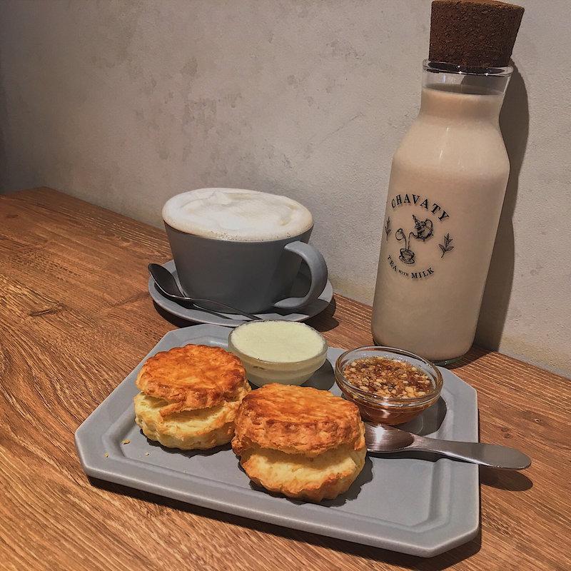 紅茶とスコーンのセット