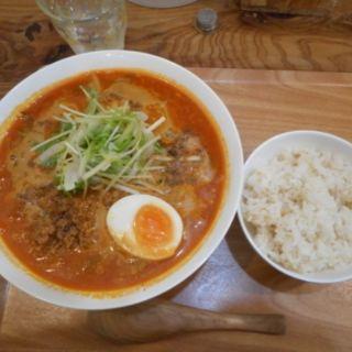 甘辛鶏ひき肉の担々Tomato麺(らーめんダイニング ワイワイ)
