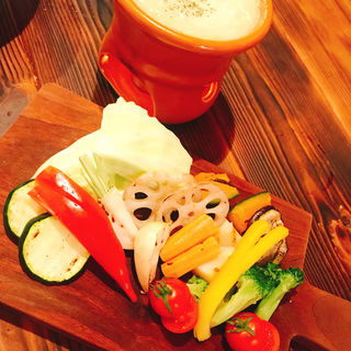 彩り野菜のバーニャカウダー(炭焼きBAR MIYAICHI)