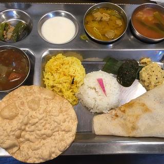 Aセット(カレー3種類とつけあわせ&ドーサ&ライス&飲み物つき)(南インド家庭料理 カルナータカー)