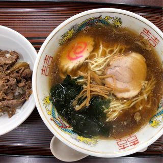 ラーメン カルビ丼(三好弥 )