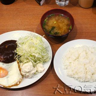 ハンバーグ(目玉焼き付き)(キッチン たか )