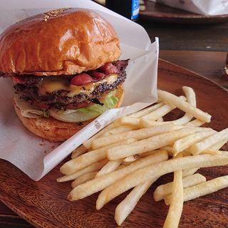 ベーコンチーズバーガー(Chatan Burger Base Atabii's)