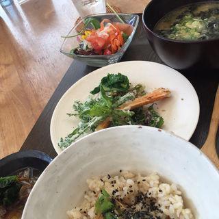 たっぷり味噌汁と土鍋ごはん(OVE (オーブ))