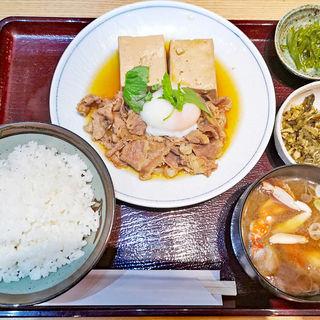 牛肉豆腐の温泉玉子のせ(和飲。ほの字 六本木店 (ほのじ))