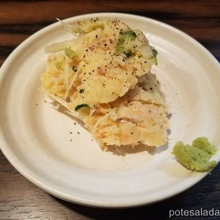 燻製鮭のポテトサラダ(もつ焼き エンジン)