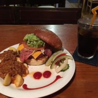 ハンバーガー(ズートンズ 久茂地店)