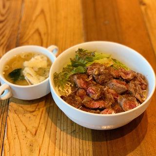 牛中おち丼(スープ付き)(ガブリス )