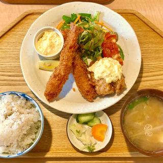大海老フライとチキン南蛮定食(キッチン 米一  千早店)