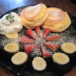 イチゴとバナナのパンケーキダブル(NINOVAL COFFEE なんばパークス店 (ニノーバル コーヒー))
