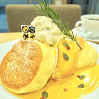 かぼちゃのパンケーキ 栗のレーズンバターのせ(幸せのパンケーキ 本町店 )