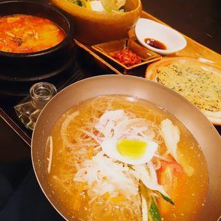 冷麺とチゲのセット(ソソンジェ 伊勢丹立川店 (素饍齋))
