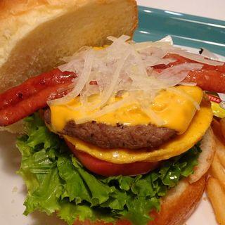 ベジタブルたまごバーガー+パティ+チーズ+ジューシーソーセージ(アメリカンポップカフェ ビッグベリーマン 東大阪店)