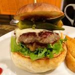 オクラと実山椒の醤油漬けとモッツアレラチーズのバーガー