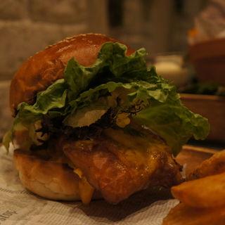 真鯛のフィッシュサンドバーガー 自家製タルタルソース(マザー アース カフェ (Mother earth cafe))