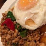 鶏肉のバジル炒めライス(ガパオ)