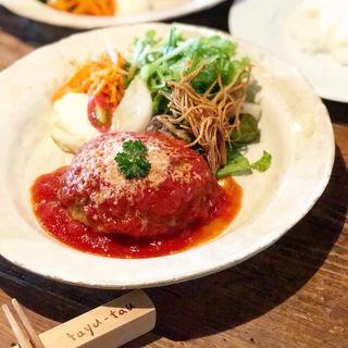ハンバーグ(パンorライス付)(喫茶 タユタウ (tayu-tau))