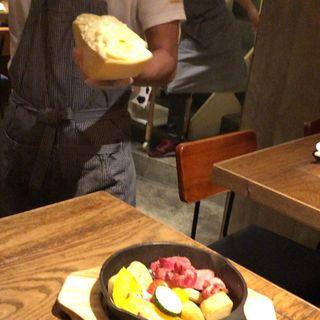 ハイジのチーズ!ラクレット!厚切り濃厚ハム季節のお野菜(TOYOTA CHEESE STAND)