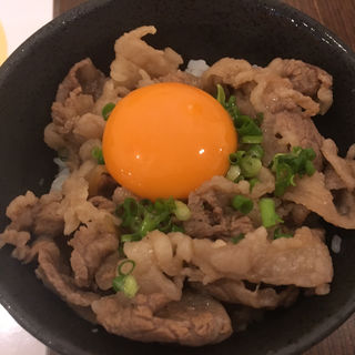 うどん屋の本気ミニ牛丼(釜玉うどん 功刀屋)