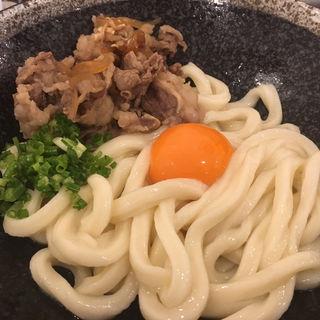 肉釜玉うどん(釜玉うどん 功刀屋)