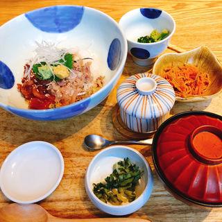 マグロとアジの丼ぶり(ニホンの食卓 つくみ 池袋東武店 )