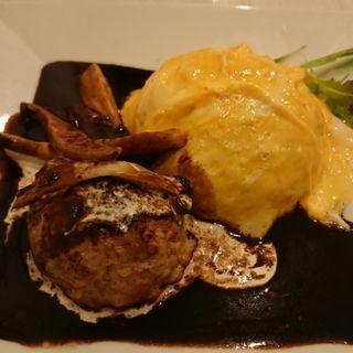 花咲チーズオムライス手作りハンバーグ(カフェ ラ ヴュブランシュ (Cafe La Vue Blanche))
