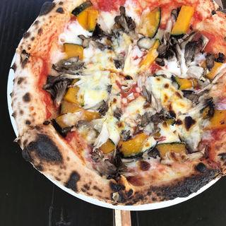 地元産舞茸と季節の野菜のピザ(ピザ工房 )