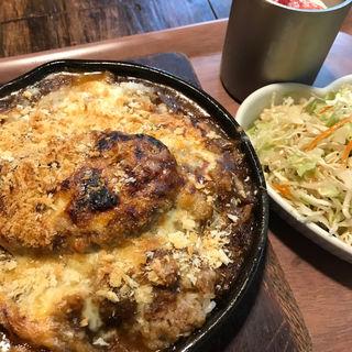 バーグカレーのチーズ焼き(らんぷ屋  )