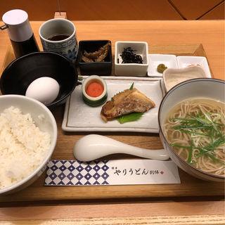 朝定食(博多やりうどん別邸 空港店)