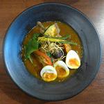やわらかチキンのスープカレー(6辛・半熟味付け卵)(札幌スープカレー GLITTER)