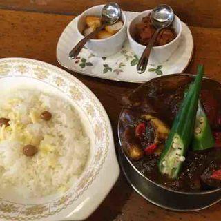 ビーフタンカレー+季節の野菜(トマト)