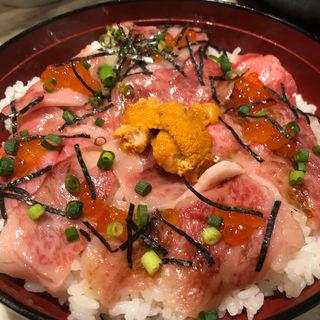 生粋な牛トロ雲丹いくら丼(焼肉ZENIBA)