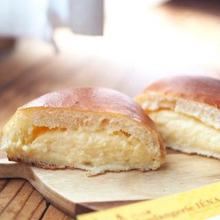 クリームパン(パン工房 Boulangerie IENA (イエナ))