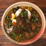 ほうれん草とカボチャポタージュカレー & スリランカ風チキンカレー + タマゴのピクルス、豚バラマサラ(スパイスカレー あかつ亭)