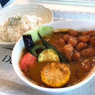 海老スープ 鶏ナンコツと野菜のスープカレー(Kuu 海老名駅西口店)