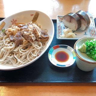 すき風近江牛載せざるそば( 特上鯖ずし2ケセット )(白ひげ蕎麦 )