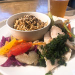 カスタムヌードル&3デリプレート(Cityshop Noodle)